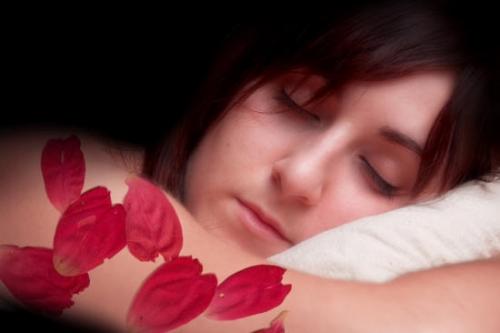 объяснение лепестков роз во сне западными астрологами